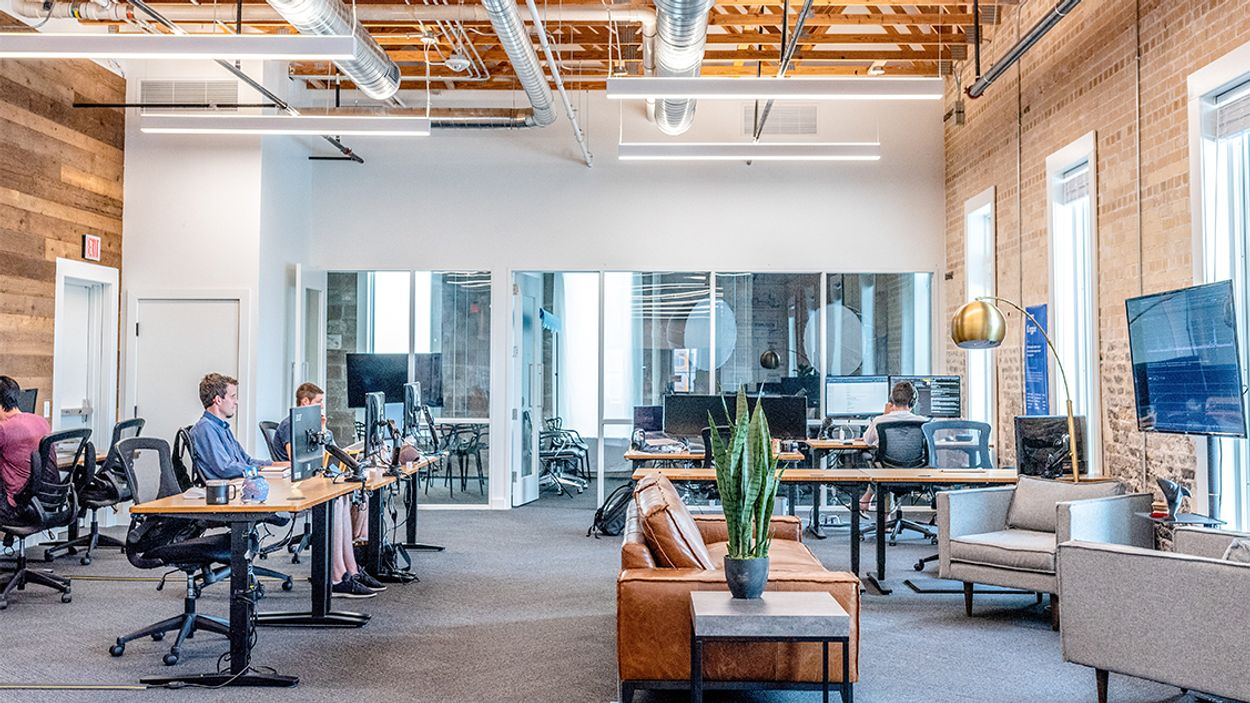 Afbeelding van CNV: kwart thuiswerkenden krijgen vraag toch naar kantoor te komen