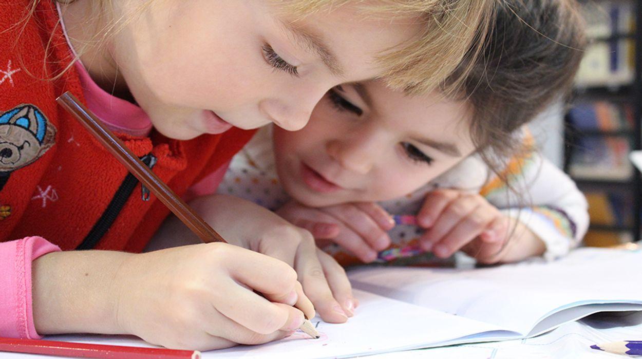 Afbeelding van Kwart van de ouders wil geen coronatest kind bij besmetting in klas