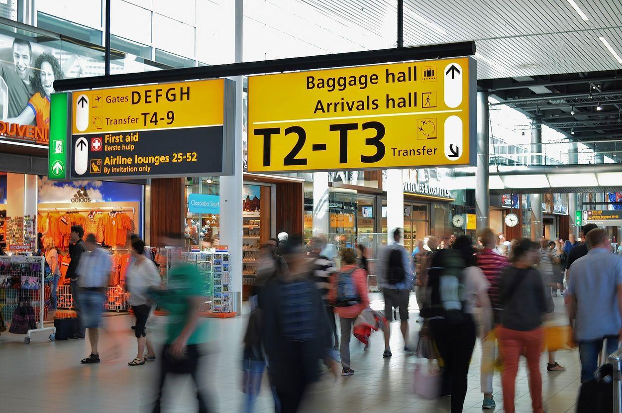 Afbeelding van Advies aan De Jonge: extra coronacontrole op vliegvelden