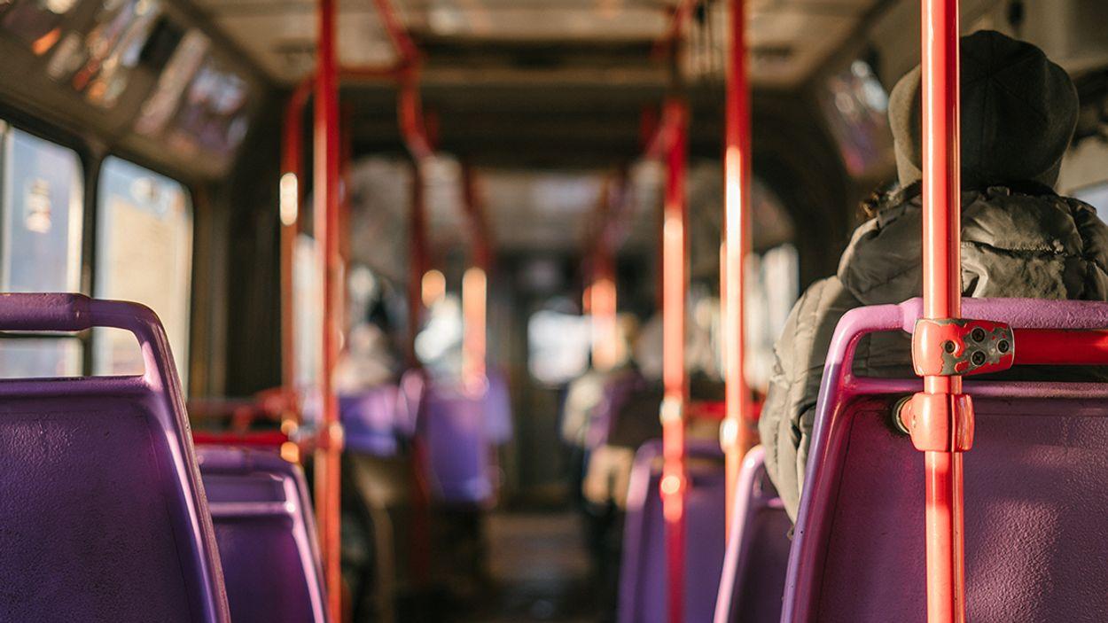 Afbeelding van 1 op de 5 buspassagiers reist zonder geldig vervoersbewijs
