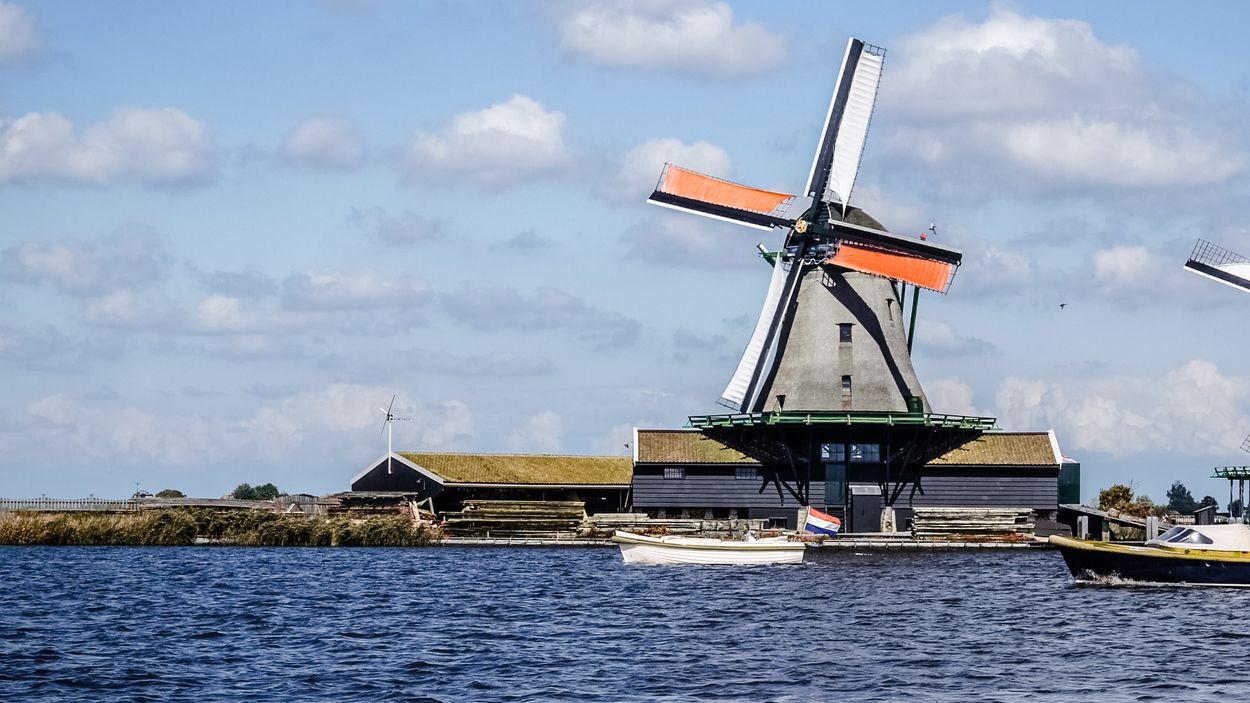 Afbeelding van Nederland gaat van donkerrood naar rood op coronakaart