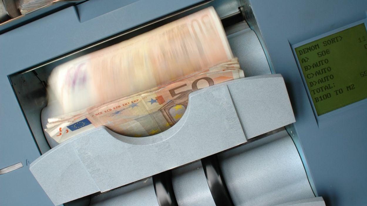 Afbeelding van ABN AMRO ontmoedigt opname contant geld met wijziging tarieven
