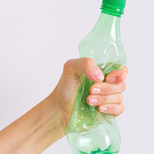 Afbeelding van Statiegeld werkt: minder plastic flesjes bij zwerfafval