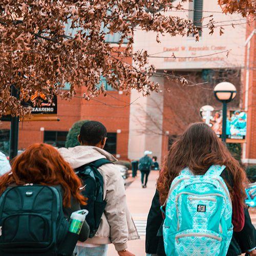Afbeelding van LHBTIQ+-jongeren worden vaker gepest op school