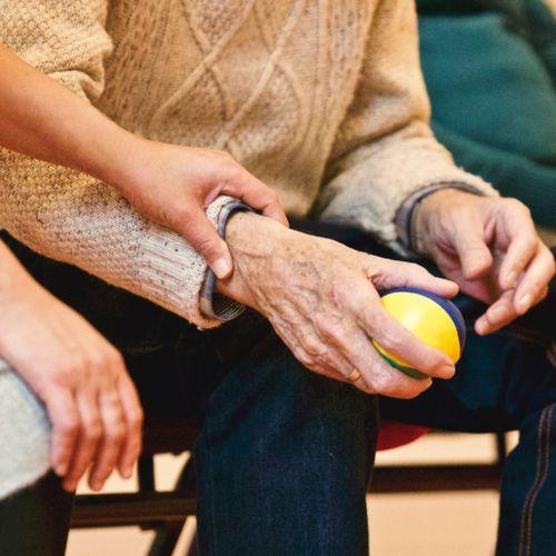 Afbeelding van Specialisten: ouderen komen steeds meer in de problemen door corona
