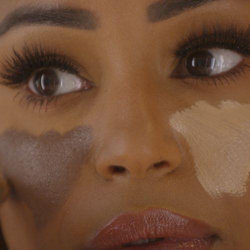 Afbeelding van Make-upaanbod in de winkels niet inclusief
