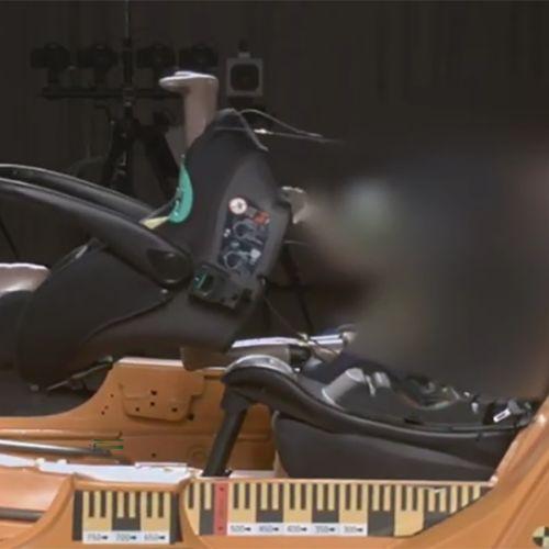 Afbeelding van Autostoeltje Chicco Kiros op Isofix gevaarlijk