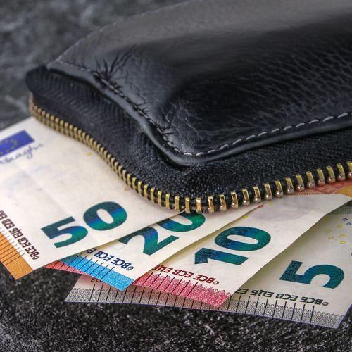 Afbeelding van 'Nederlanders gaan spaargeld uit coronajaar niet meteen uitgeven'