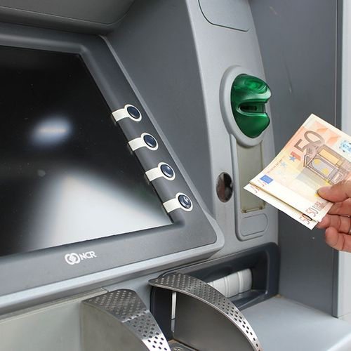 Afbeelding van Consumentenbond: ABN AMRO moet geen geld vragen voor pinnen